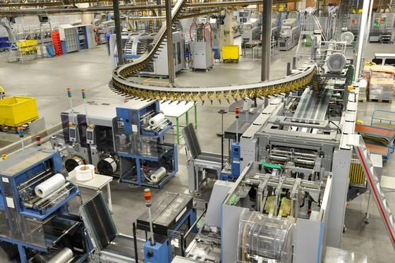 Bild einer Anlage mit Verpackungsmaschinen.